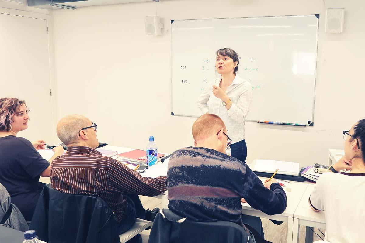 tau formar ofrece cursos de inglés 100% subvencionados en Santa Coloma de Gramenet - títulos de inglés