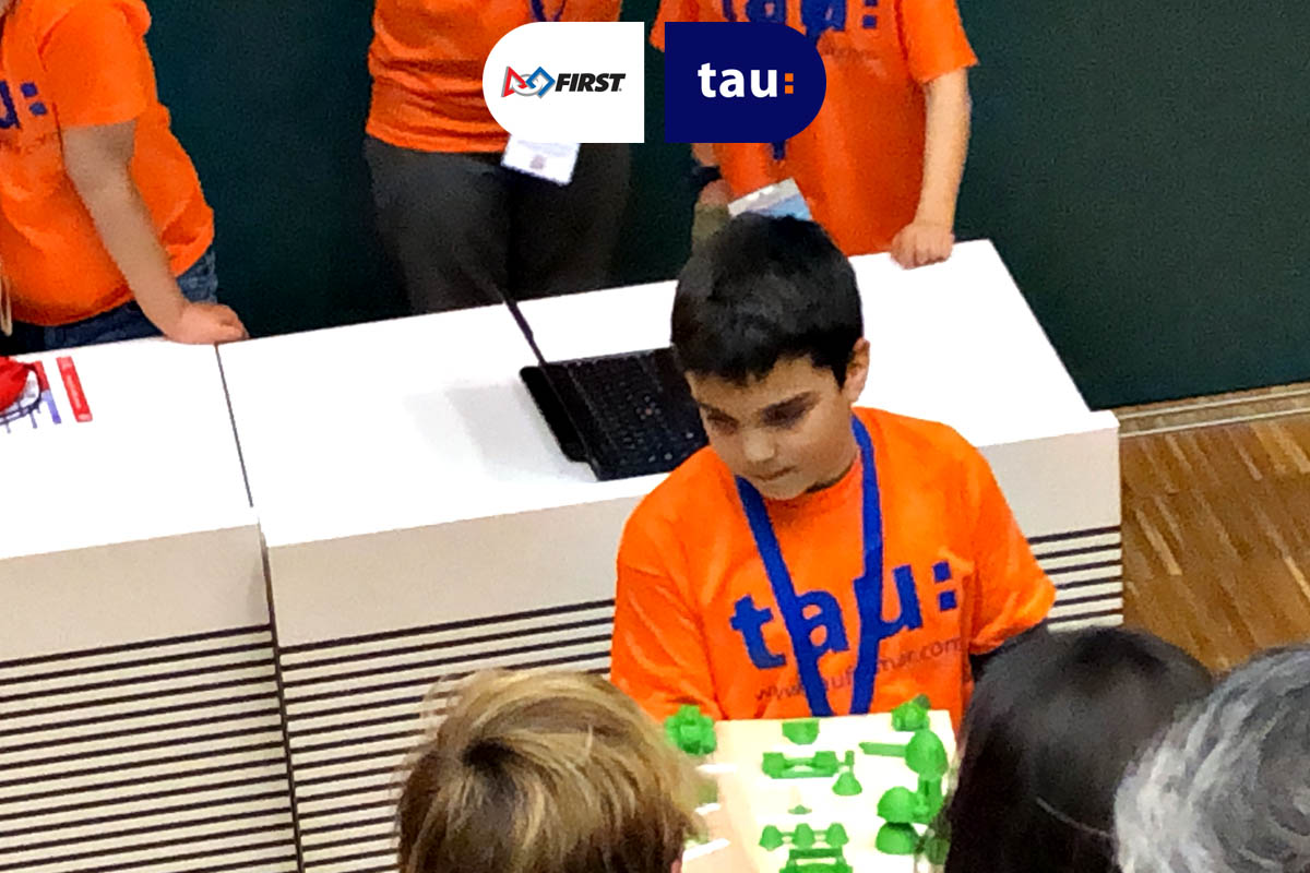 Dídac de Tau en la First Lego League Into orbit
