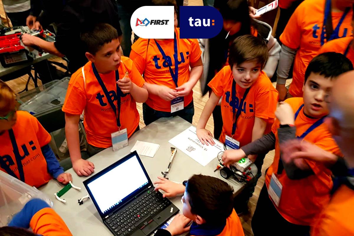 equipo joven de TAU de ciencia, tecnología y robótica en la First Lego League
